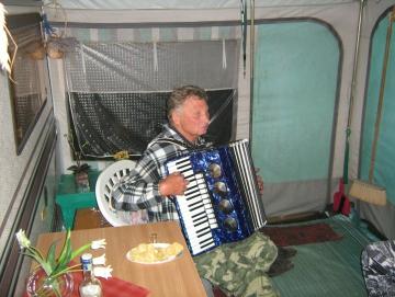 2013 posezení u nás v karavanu