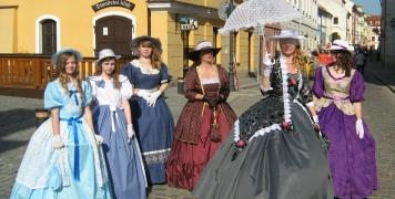 2010 město s Jůnovými
